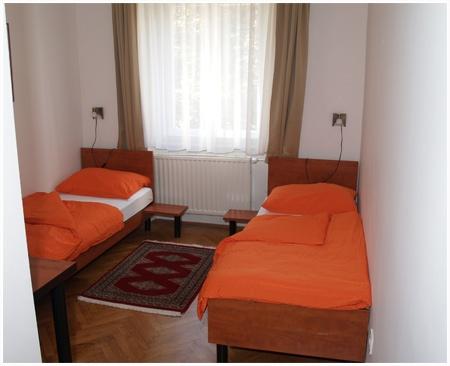Die zimmer penzion pod lipo hotel v ljubljani slovenija for Lipo schreibtisch